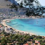 Ricette con viaggio: in Sicilia a Mondello tra spiaggia e caponata