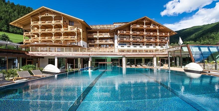 Weekend in alto adige l hotel sonnwies pensa a tutta la - Piscine alto adige ...