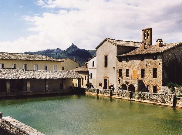 Toscana alla ricerca dei borghi segreti bagno vignoni weekend premium - Osteria del leone bagno vignoni ...