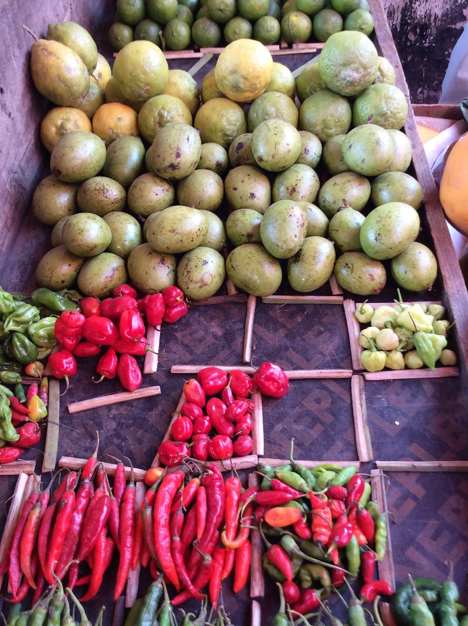 Zanzibar - prodotti esposti al mercato chiuso di Stone Town