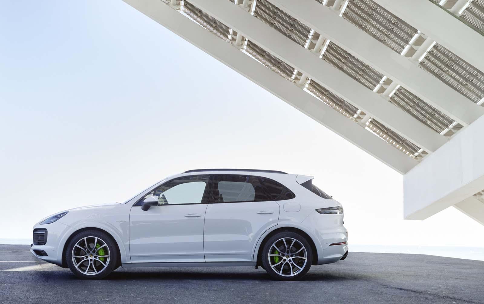 Porsche cayenne ibrida elettrizzante weekend premium for Permettono di riscaldare senza inquinare