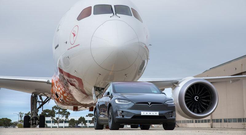 Record di Tesla: una Model X traina un Boeing