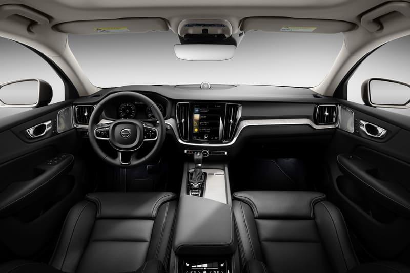 Interni nuova Volvo V60 CC