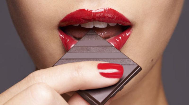 Cioccolato fondente, fa bene al cuore e alla linea