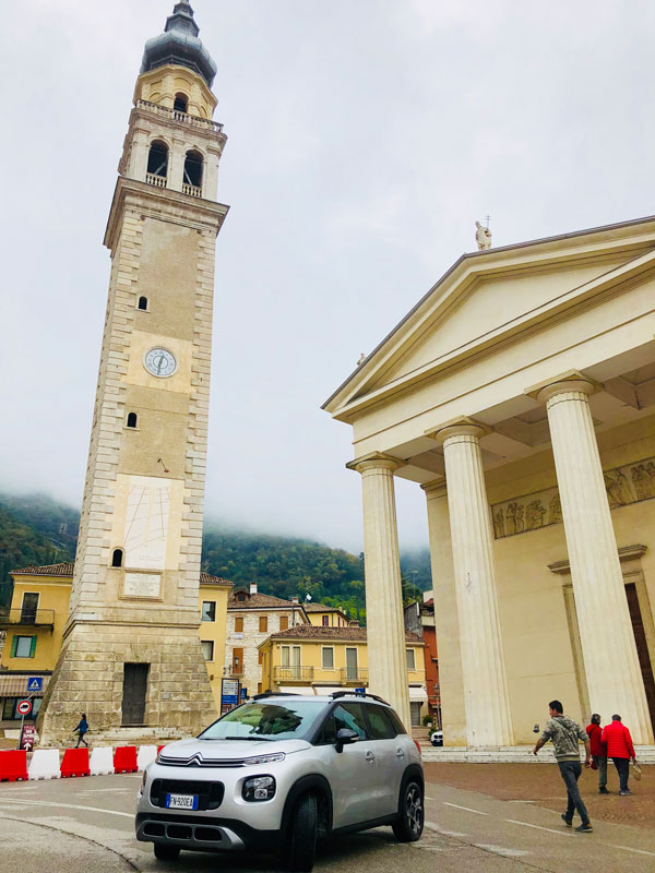C3 Aircross in piazza