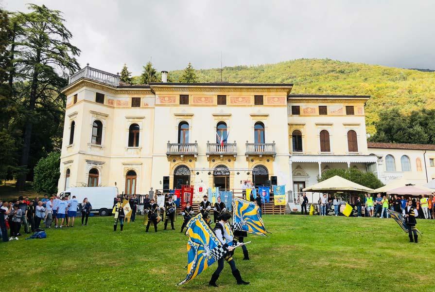 Villa dei Cedri con Sbandieratori