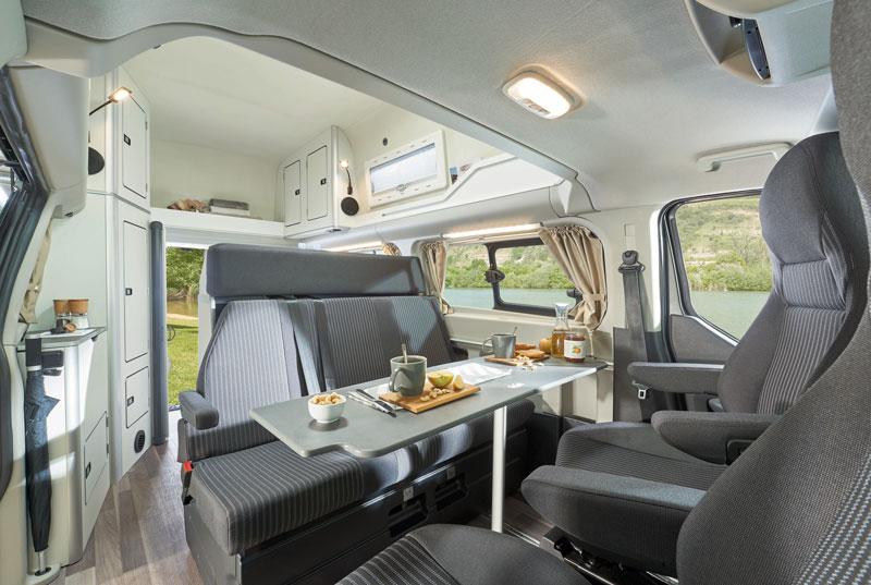 Sedile Imponente E Severo.In Auto Weekend Premium