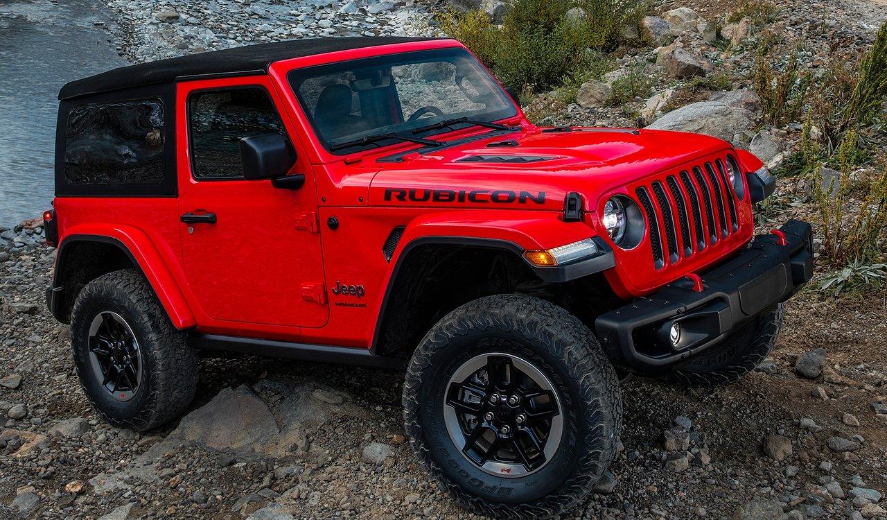 Jeep Wrangler rossa in posa