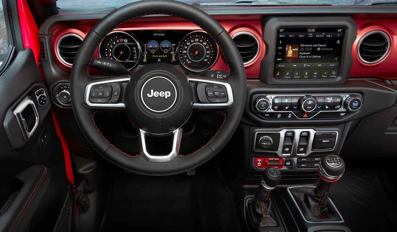 L'abitacolo spartano di Jeep Wrangler