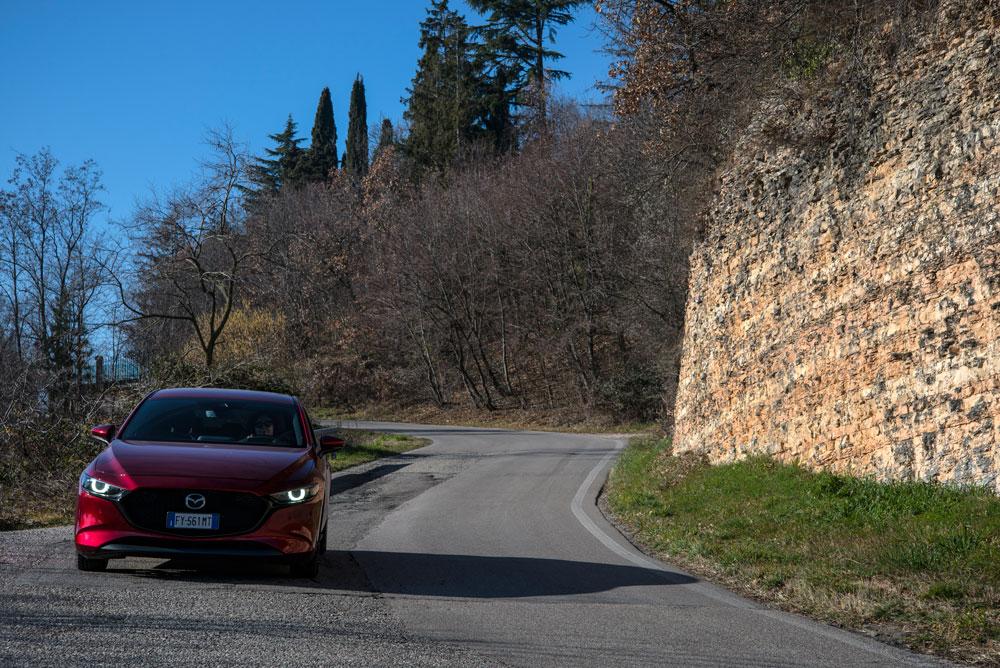 Mazda 3 su strada