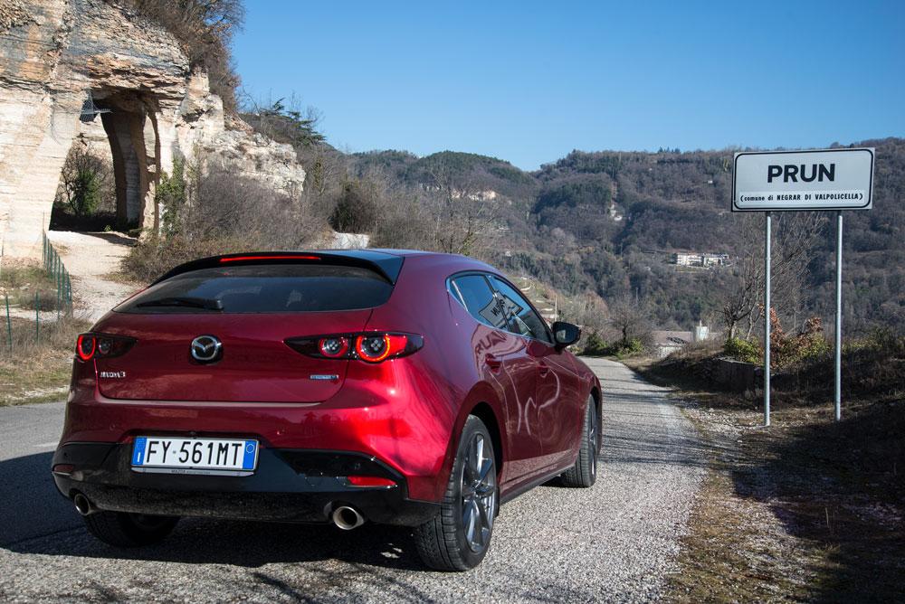 Mazda 3 posteriore