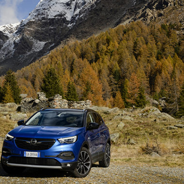 Opel Grandland X Hybrid4 AWD in valmasino