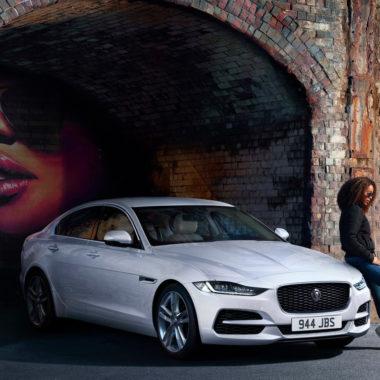 auto jaguarXE e Donna
