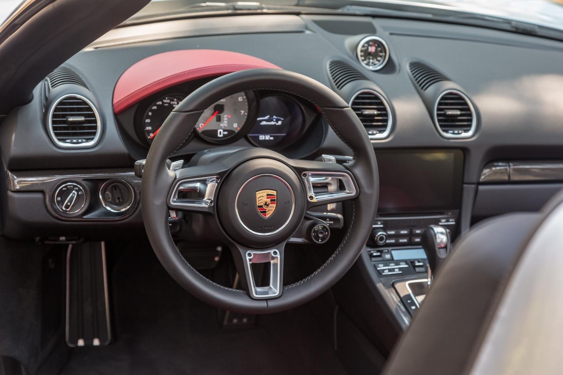migliori auto cabrio: Porsche Boxter 718 interni