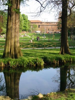 Parco-Sempione-vista-verso-il-Castello-Sforzesco