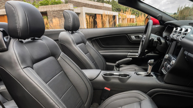 Interni Ford Mustang Cabriolet