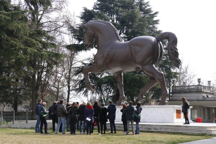 leonardo a Milano ippodromo -san-siro-cavallo