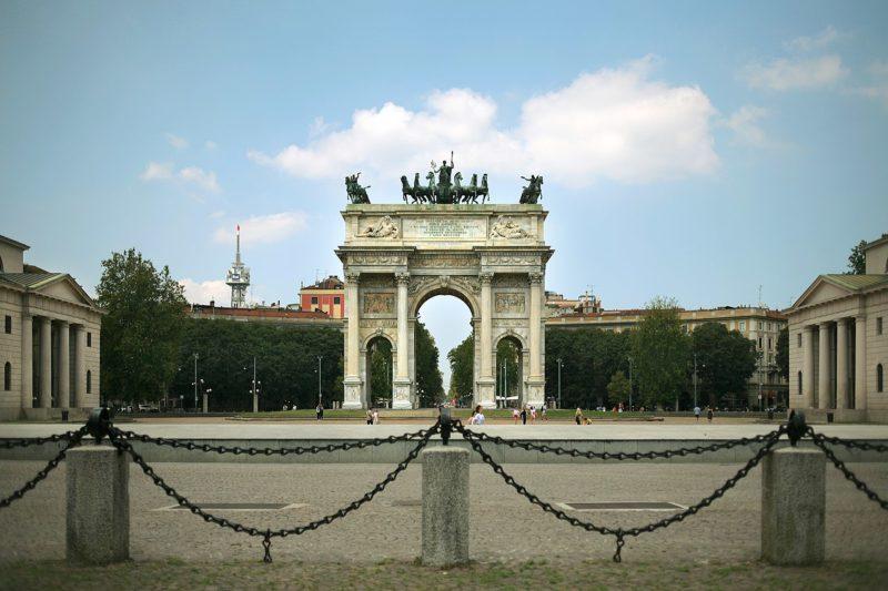 Veduta_dellArco_della_Pace_d_Milano_dal_Parco_Sempione._Architetto_Cagnola