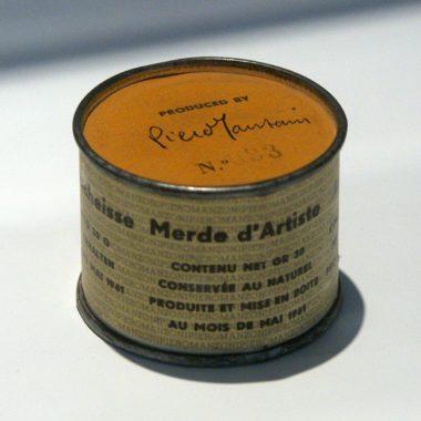 """60 candeline per la """"merda"""" di Piero Manzoni: ecco gli omaggi di Milano"""