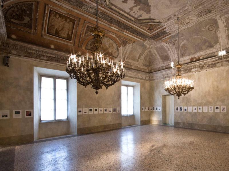 Installation-of-The-Three-Qattalan-in-Sala-del-Trono-Palazzo-Reale
