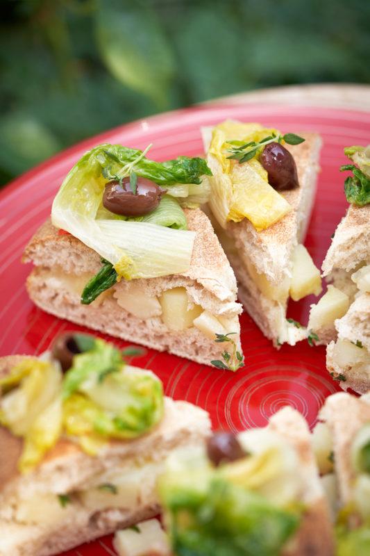 FOUR-SEASON-Scarola-olive-taggiasche-patate-toma-piemontese-e-timo.